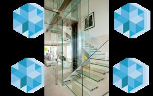 полностью стеклянная лестница с вертикальным ограждением