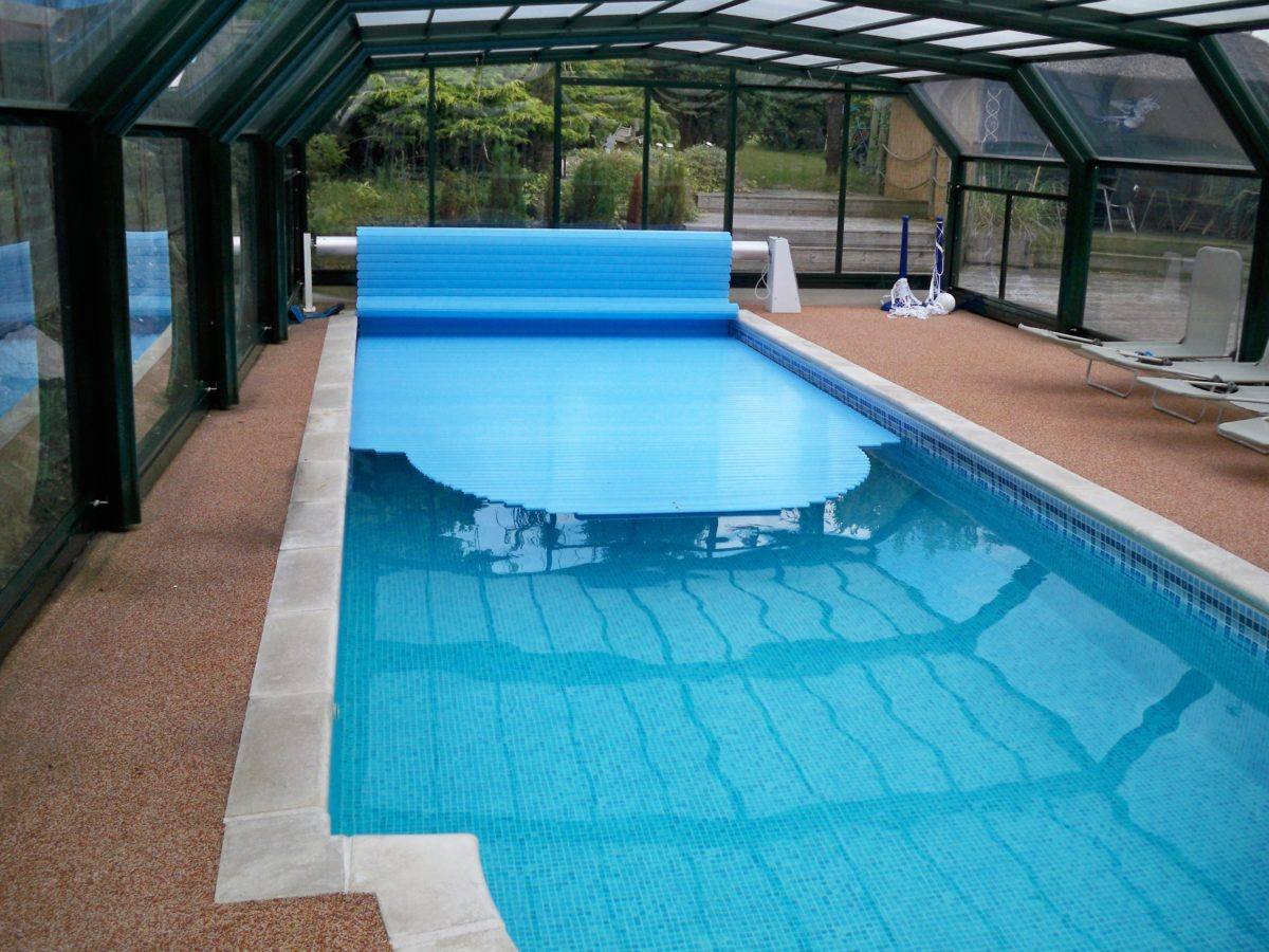 Остекление бассейнов: оригинальное решение конструкции из стекла
