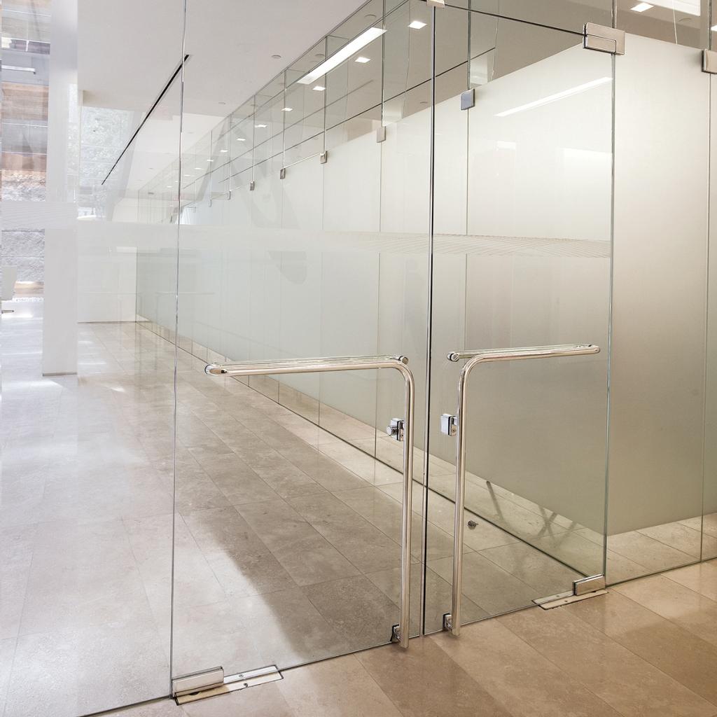 Производство стеклянных дверей в Санкт-Петербурге