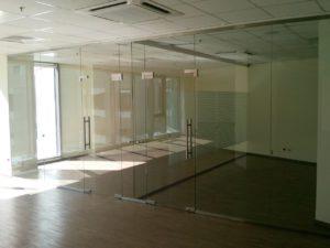 стеклянные перегородки для торговых залов