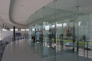стеклянные перегородки для торговых залов2