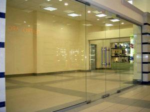 стеклянные перегородки для торговых залов5