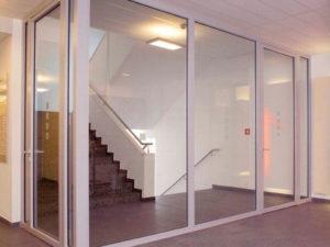 огнеупорное стекло для защитных противопожарных перегородок, ограждений, дверей и лестниц