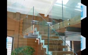 Лестница со стеклянным ограждением